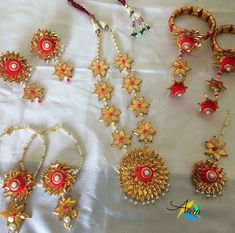 15 Chic Wedding Favors That Your Bridesmaids Will Totally Adore Diy Fabric Jewellery, Beaded Jewelry, Ethnic Jewelry, Wire Jewelry, Silver Jewelry, Antique Jewellery Designs, Handmade Jewelry Designs, Flower Jewellery For Haldi, Flower Jewelry
