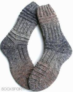 Dickerchens – knitting socks – Knitting for Beginners Mens Crochet Beanie, Crochet Socks, Knitting Socks, Knit Crochet, Knitted Baby Blankets, Knitted Hats, Baby Knitting Patterns, Crochet Patterns, Crochet Ball