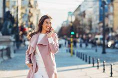 Elegant woman walking on the sidewalk at urban setting and talking on. Elegant Woman, Wealthy People, E-mail Marketing, Marketing Digital, Stock Foto, Indian Celebrities, Affordable Fashion, Female Models, Fashion Photography