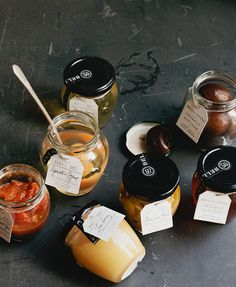 Bella Cucina's Organic Artisan packaging // designer Alvin Diec wish I could find these to package my own sauces Jar Packaging, Print Packaging, Design Packaging, Packaging Ideas, Label Design, Antipasto, Caramel Apple Crisp, Food Graphic Design, Apple Crisp Recipes