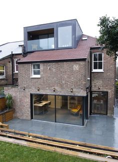 Cranley Gardens used minimal windows® in the loft for extra space and direct sunlight throughout the day. Loft Dormer, Dormer Loft Conversion, Dormer Roof, Dormer Windows, Loft Conversions, Loft Conversion With Balcony, Bungalow Loft Conversion, Dormer House, Dormer Bungalow