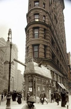 Flatiron Building, old New York. Insane cool