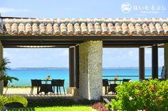 はいむるぶしビーチに佇むビーチテラスでは、ビーチカフェもオープンしています。  トロピカルジュースやカクテルなど、冷たい飲み物や軽食もお召し上がりいただけます。