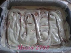 Postup: Čokoládová vrstva: 200g – horká čokoláda 125g – maslo 1 lyžica – práškový cukor štipka – soľ 3 ks – vajcia 1/2 lyžičky – prášok do pečiva 1 a 1/4 lyžice – polohrubá múka Tvarohová vrstva: 400 g – jemný tvaroh 1 plechovka – salko 2 ks – vajcia 2 lyžice – hladká múka 1 bal. – vanilkový cukor