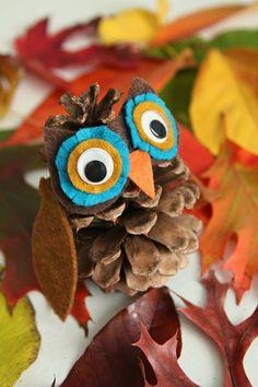 DIY: Pinecone owl & hedgehog #DIY, #Hedgehog, #Owl, #Pinecone