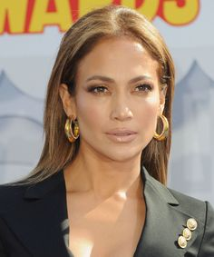 Jennifer Lopez's shimmery taupe eye makeup at the MTV Movie Awards