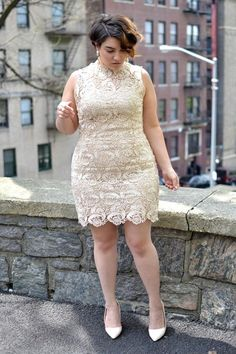 Gorgeous lace dress. Well fitted, doesn't need a lot of jewelry, matching heels look classy.