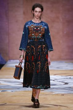 Alena Akhmadullina Russia Fall 2016 Collection Photos - Vogue