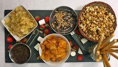 Det er smaken av det søte og salte sammen som gjør Mats Paulsens sofakos til noe utenom det vanlige. Dypp salte chips i sjokoladesaus og bland popkorn med karamell. Heldigvis er det lov å skeie ut en gang imellom! Foto: NRK