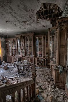 A library book lasts as long as a house. I love these photos of old abandoned buildings! Who could leave all these books? Related posts:Urbex Château VerdureSummer afternoons by Laurentzi Martinez Morilla on Abandoned Library, Old Abandoned Buildings, Abandoned Mansions, Old Buildings, Abandoned Places, Abandoned Detroit, Beautiful Buildings, Beautiful Places, Beautiful Pictures