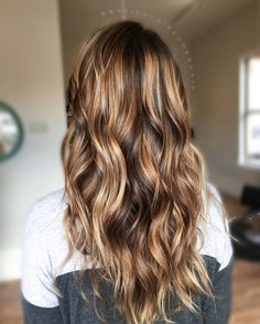 Brown balayage // caramel balayage // painted hair // dimensional brown hair // brunette// brown hair
