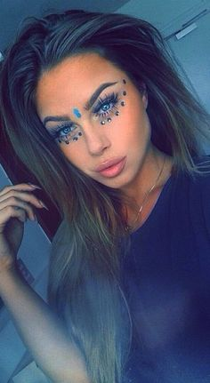 Blue gems under eyes gem makeup, jewel makeup, rave makeup, makeup art, Festival Looks, Festival Make Up, Festival Style, Music Festival Makeup, Festival Makeup Glitter, Blue Festival Makeup, Makeup Goals, Makeup Tips, Beauty Makeup