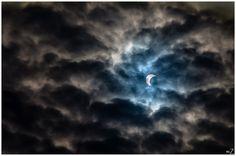Sol tipo luna del eclipse de nubes de hoy