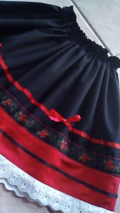 Folková suknička Folk Costume, Costumes, Cheer Skirts, Womens Fashion, Outfits, Clothes, Jar, Crafts, Carnival