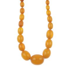 LOT:467 | A natural amber bead single-row necklace.