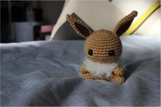 Crochet Amigurumi Eevee... link for the pattern: http://53stitches.tumblr.com/post/132861993932/ive-been-promising-a-new-pattern-for-an