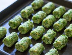 Healthy Baked Broccoli Tots are the perfect low-fat snack! Healthy Baked Broccoli Tots are the perfect low-fat snack! Low Fat Snacks, Healthy Snacks, Healthy Recipes, Snacks Für Party, Appetizers For Party, Frozen Broccoli Recipes, Baby Food Recipes, Cooking Recipes, Healthy Baking