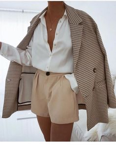 Lass dich inspirieren: Business Outfit Damen Best Picture For Blazer Outfit For Your Taste You are looking for something, and it is going to tel Fashion Blogger Style, Look Fashion, Fashion News, Womens Fashion, Fashion Clothes, Classy Fashion, Fashion Trends, Fall Fashion, Fashion Dresses