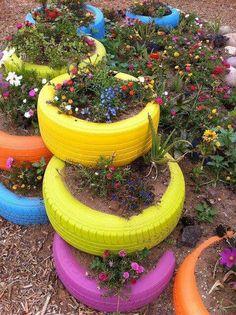 Garden tires Outdoor Gardens, Tyre Garden, Garden Art, Garden Design, Painted Tires, Décor Ideas, Allotment, Tyres Recycle, Recycled Tires