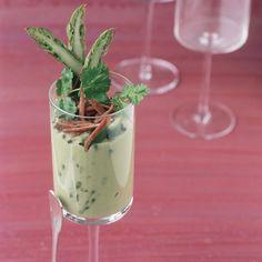 Découvrez la recette Crème d'avocat aux asperges vertes et magret sur cuisineactuelle.fr.