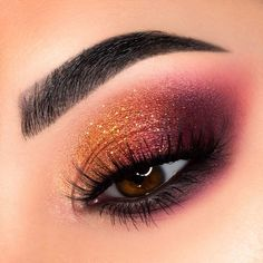 Pretty eyeshadow looks not only to have the power to highlight your personality but also brings some relief from the monotony of everyday makeup. Look out for some pretty makeup looks here. Makeup Eye Looks, Beautiful Eye Makeup, Eye Makeup Art, Cute Makeup, Eyeshadow Looks, Pretty Makeup, Skin Makeup, Makeup Inspo, Eyeshadow Makeup