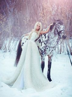 fairytale photography ice princess / snow queen Black and White horse and model with white dress- cool concept. So pretty maybe with my red dress for senior pics? Snow Queen, Ice Queen, Horse Photos, Horse Pictures, Senior Pictures, Senior Pics, Photo Trop Belle, Queen Wedding Dress, Wedding Dresses