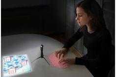 あらかじめ断っておきますが、あくまでもコンセプトデザインです。しかし、未来のモバイルコンピューターを予言するかのような、斬新かつ機能的なものです。 スウェーデンのプロダクトデザイナーNikolaus Frank氏による、Spider Computerと名付けられたこのデバイスは、片手で握ることができる携帯電話サイズのパ...