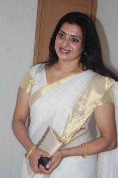 Priya Raman Photos - Priya Raman in Kerala Traditional Saree Beautiful Girl In India, Beautiful Women Over 40, Beautiful Saree, Beautiful People, Indian Natural Beauty, Indian Beauty Saree, Beautiful Bollywood Actress, Most Beautiful Indian Actress, Beauty Full Girl