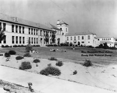 The front lawn of Beverly Hills High School, late Photo Credit: Marc Wanamaker/Bison Archives via Beverly Hills Historical Society Los Angeles County, Los Angeles California, Vintage California, Southern California, Beverly Hills High School, Los Angeles Hollywood, 1920s Photos, Historical Society, Back In The Day