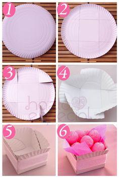 Idea para decorar tu mesa de cumple: Recipientes con platos de cartón.   Hazlo Especial: