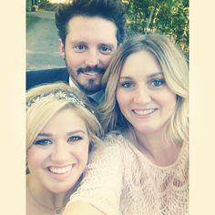 Kelly Clarkson on her wedding day with her husband Brandon Blackstock & her best friend Ashley Donovan