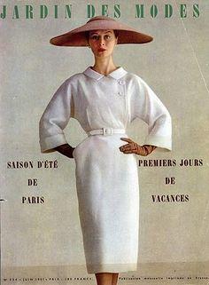 Cristóbal Balenciaga 1951 Summer Dress fashion style vintage couture 50s white color photo print ad magazine model column wiggle straight skirt pencil 3/4 sleeves