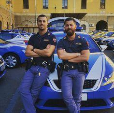 La polizia italiana, la più sexy del mondo.
