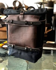 Motorbike bag / Motorcycle bag / Bicycle bag in waxed canvas / Bike accessories Canvas Backpack, Backpack Bags, Leather Backpack, Triumph T120, Triumph Bonneville, Motorcycle Backpacks, Cafe Racing, Men's Backpacks, Bicycle Bag
