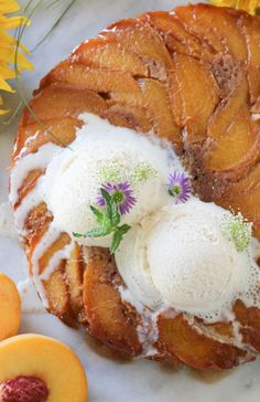 Paleo Cinnamon Peach Upside Down Cake; gluten-free low-carb high in flavor.the perfect summer dessert! Paleo Dessert, Healthy Sweets, Gluten Free Desserts, Healthy Cake, Healthy Cooking, Peach Upside Down Cake, Clarified Butter Ghee, Paleo Baking, Valentines Day Dinner