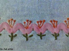 Discover thousands of images about Eu Amo Artesanato: Pintinhos de sianinha passo a passo Silk Ribbon Embroidery, Embroidery Applique, Cross Stitch Embroidery, Embroidery Patterns Free, Embroidery Designs, Sewing Crafts, Sewing Projects, Crazy Quilt Stitches, Crazy Patchwork