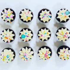 Cupcakes: Mini cupcakes with Sucre Sprinkles. Mini Cupcakes, Sprinkles, Treats, Sweet Like Candy, Goodies, Snacks, Sweets
