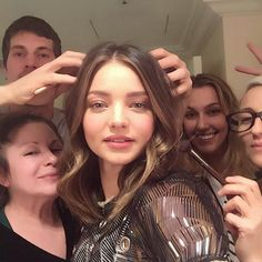 Have an entire beauty team at your disposal while someone massages your head in a selfie.