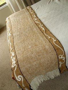 Poncho lana de oveja hil... Tapestry Crochet, Tapestry Weaving, Loom Weaving, Hand Weaving, Poncho Lana, Home Tex, Weaving Patterns, Knitted Blankets, Burlap