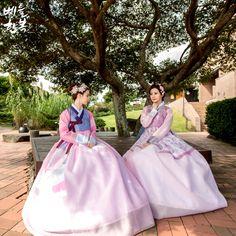 Korean traditional clothes.[dress] #hanbok #한복 #여자한복 #여성한복 #예쁜한복 #korean #modern #fusion #woman #girl #picture #베틀한복 #한복대여전문점 #trip