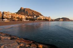 Alicante´s urban beach, el Postiguet, is walking center from the center of town. You can be shopping at Corte Ingles and then head to the beach!