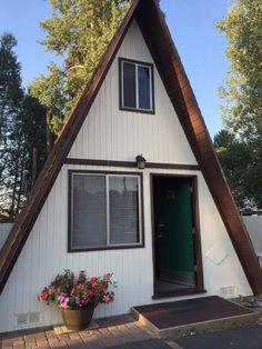Aspen Inn Motel - Fort Klamath, OR, United States. Super cute A Frame Cabins