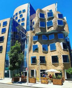 Dr Chau Chak Wing Building, University of Technology Sydney ....... Located in #Ultimo , #Sydney ..... Design by Frank Gehry ... Photos by…