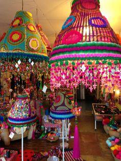 colourfullflowergirl: K L E U R ! Bohemian Lamp, Boho Diy, Boho Decor, Lampe Crochet, Glam Lamps, Fabric Chandelier, Funky Furniture, Lamp Shades, Cool Lighting
