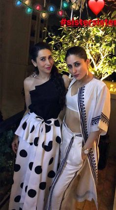 Kareena Kapoor kick starts her weekend in style with her partners in crime Karishma Kapoor and Karan Johar - HungryBoo Dress Indian Style, Indian Dresses, Indian Outfits, Kurti Designs Party Wear, Kurta Designs, Indian Designer Outfits, Designer Dresses, Indian Fashion, Retro Fashion