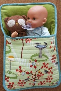 easy doll sleeping bag - we have so many babies in our house, they dont all have beds, but I have lots of old fabric! easy doll sleeping bag - we have so many babies in our house, they dont all have beds, but I have lots of old fabric! Sewing Doll Clothes, Baby Doll Clothes, Sewing Dolls, Bags Sewing, Barbie Clothes, Doll Crafts, Diy Doll, Baby Crafts, Girl Dolls