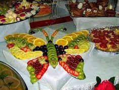 buffet froid présenté en forme de papillon
