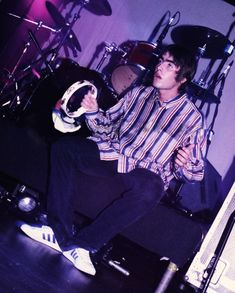 Liam Gallagher Oasis, Noel Gallagher, Oasis Album, Poster Pictures, Wall Pictures, Liam And Noel, This Magic Moment, Britpop, Pink Walls