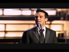 ▶ Mack The Knife - Robbie Williams Live at The Royal Albert - YouTube