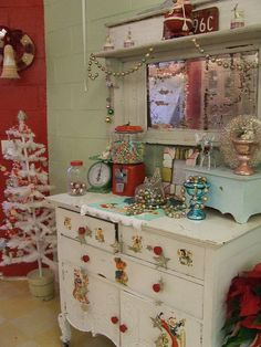 the flying cupcake bakery-i loooooooooooove this style and shop!